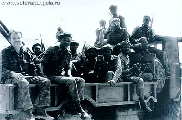Ensign H. Pestretzoff with (far left) with the soldiers of 11th Brigade FAPLA, 1980