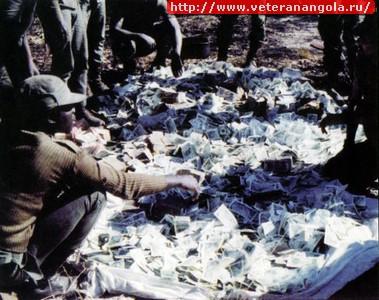 Мародеры из УНИТА растаскивают деньги со сбитого правительственного «Исландера»
